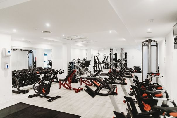 Das erste Mal im Fitnesstudio? So wird es kein Reinfall!